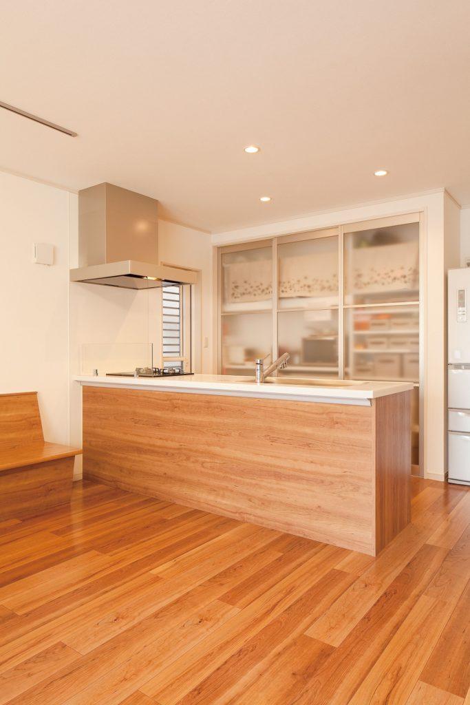 【さいたま市 N様邸】スタイリッシュな外観と木の質感が特長の内装で、暖かみある家。