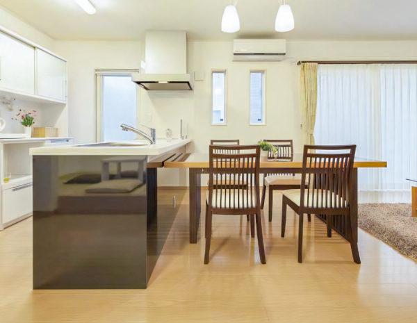 【川越市 S様邸】和モダンの外観に開放的なリビング空間を持つ家。