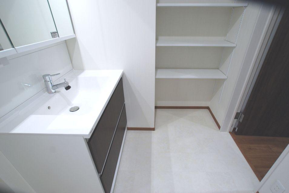 洗面化粧台 washing room