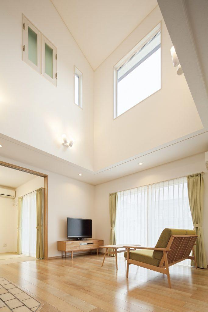 【栃木県 F様邸】薪ストーブの佇まい、ユニークな煙突のある家。